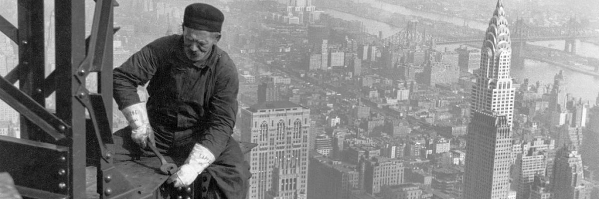 Man-made - New York City - Empire State Building worker Licence CC-BY-SA par Trodel; source Flickr