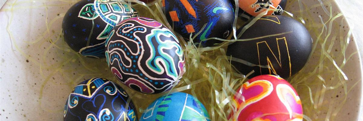 Bright Easter Eggs, by mollystevens. Licence CC:BY-SA [source Flick'r]