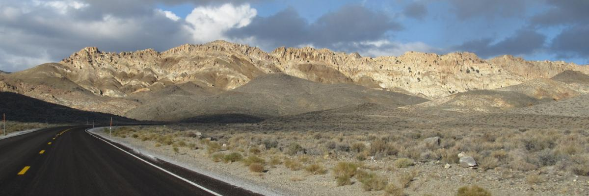 Gabbs Valley Range from S.R. 361, Near Luning, Nevada by Ken Lund, licence CC : BY-SA. Source [Flickr]