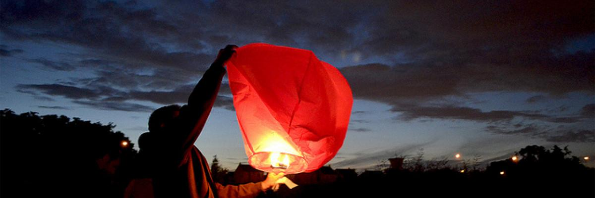 Lampion par Anne LANDOIS-FAVRET, avec son aimable autorisation (Tous droits réservés, www.annelandoisfavret.fr)