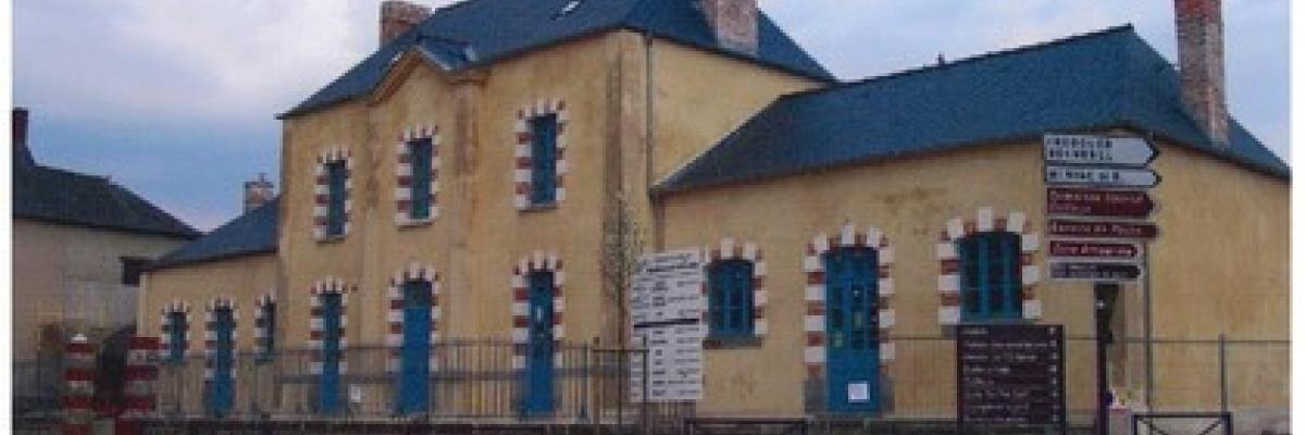 Collège de Romillé par Viviane Corre avec son aimable autorisation , source [http://apr.jimdo.com/projets/abecedaire/l-encrier-ancien-college]