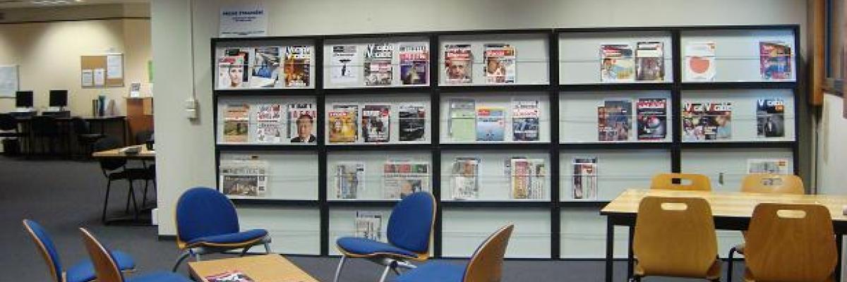 Médiathèque, espace presse. Photo SCD Rennes 2