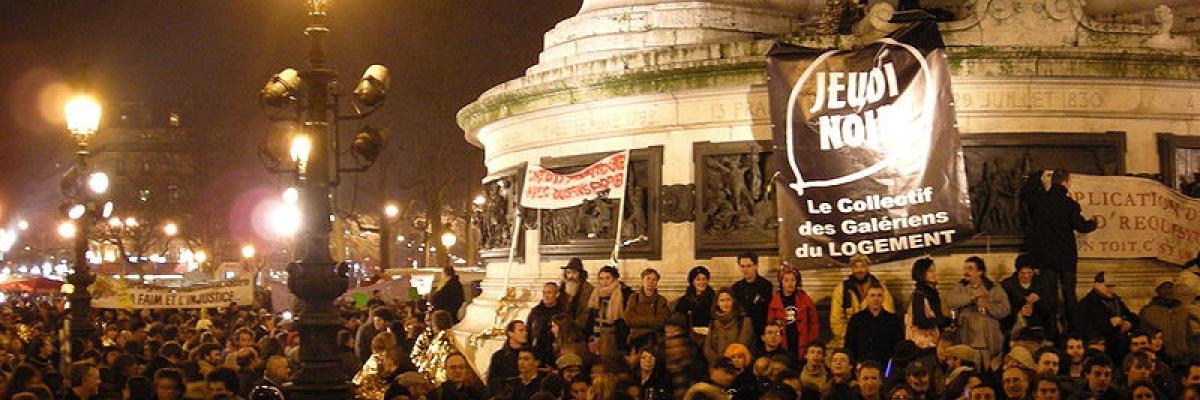 Rassemblement 21 février 2008 place de la République par MaxLeMans, licence CC:BY-SA, source [Wikimedia Commons]