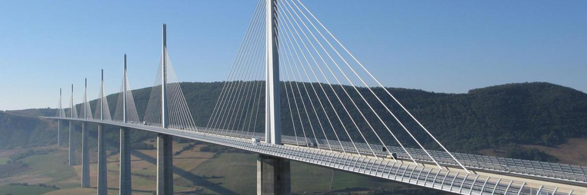 Viaduc de Millau par Magali M, Licence CC : BY-NC-ND. Source [Flickr]