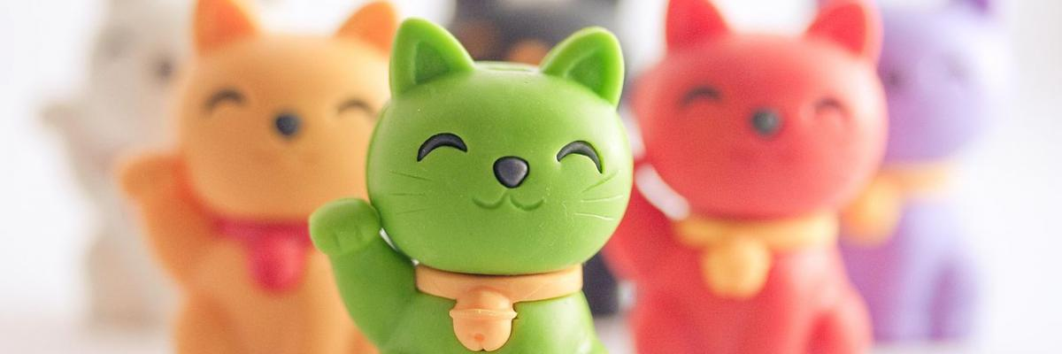 Maneki Neko par poppet with a camera, licence CC : BY 2.0. Source [Wikimedia Commons]