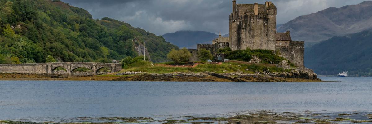 Eilean Donan Castle, Highlands, Scotland, UK par Welsh photographs, licence CC : BY-NC-ND. Source [Flickr]