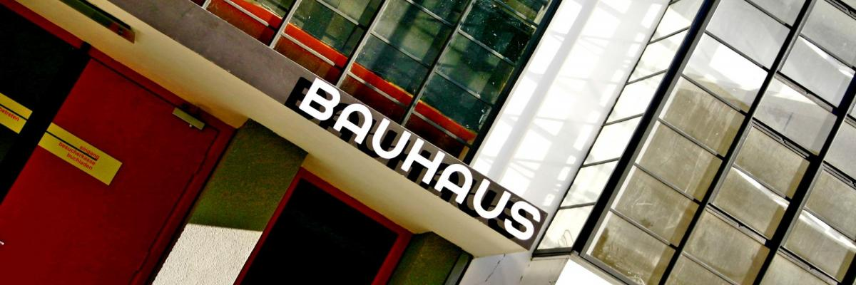 Bauhaus Dessau par Chrstian Stock, licence CC : BY 2.0. Source [Flickr]