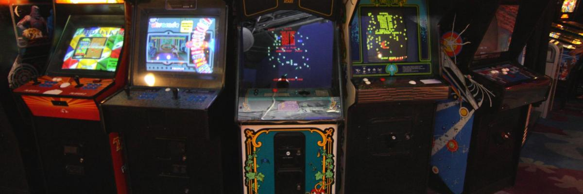 Arcade Games par Dan Howzit, Licence CC : BY, source [Flickr]
