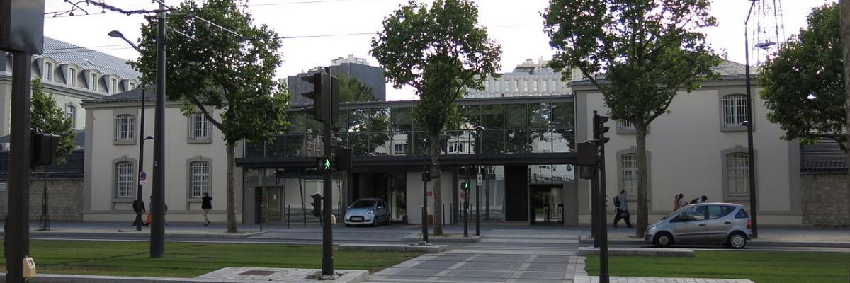 Boulevard Mortier par Tangopaso, domaine public. Source [Wikimedia Commons]