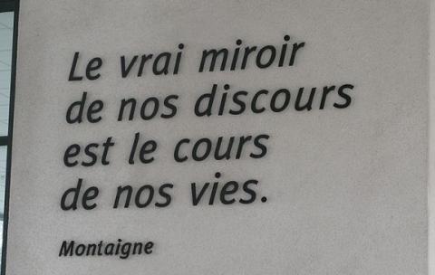 Université Rennes 2 - batiment présidence - citation Montaigne par XIIIfromTOKYO, licence CC:BY-SA. Source [Wikimedia commons]