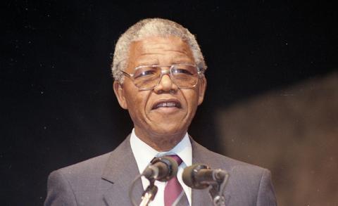 Discours de Nelson Mandela sur le Champs-de-Mars à Montréal, 19 juin 1990Licence CC by-nc-sa par Archives de la ville de Montréal, source Flickr