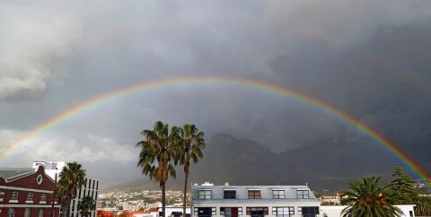 Double Rainbowwww by  Damien du Toit, licence CC:BY-NC-SA. Source [Flickr]