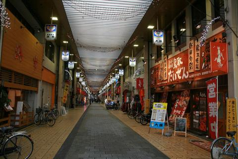 Street near Tottori Station par shinyai, Licence CC:BY-NC. Source [Flick'r]