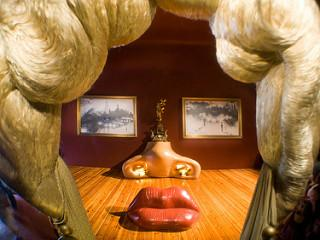 Mae West, Dali Theatre-Museum par ned the head, licence CC : BY-NC-ND. Source [Flickr]