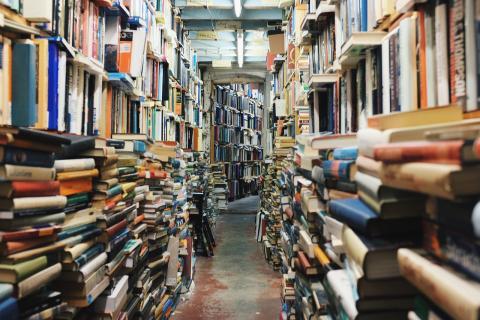 Library par Unsplash, licence CC0. Source [Pixabay]
