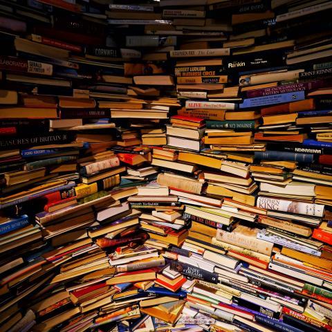 Livres partout par Groume, licence CC : BY-SA 2.0. Source [Flickr]