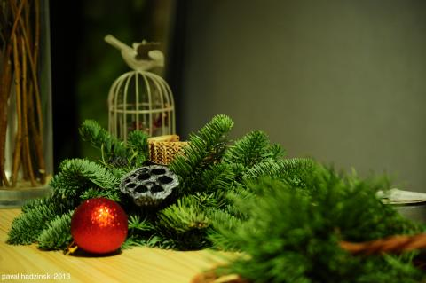 Advent | 17. Pine wreath par Paval Hadzinski, licence CC : BY-NC-ND. Source [Flickr]