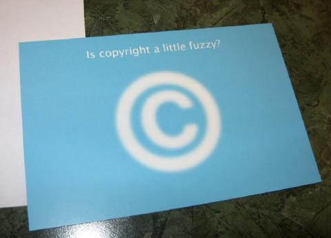 Is copyright a little fuzzy? par Elias Bizannes, licence CC : BY-SA. Source [Flickr]