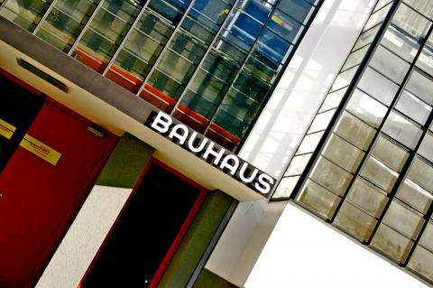 Bauhaus Dessau par Chrstian Stock, licence CC : BY 2.0. Source [Flickr]