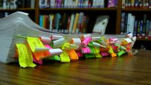 Tagged Book (Color) par yuan2003, licence CC : BY-NC. Source [Flickr]